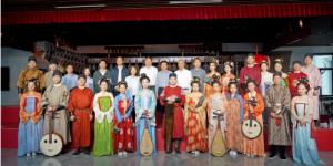 北京大学哲学系王中江教授考察点赞西安外事古乐团