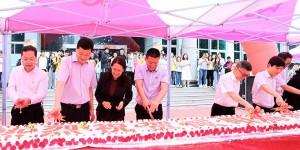 10长蛋糕、200余斤小龙虾   咸阳师范学院举行别样的43周年校庆