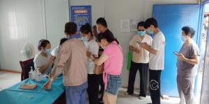 陕能院行知·筑梦志愿服务调研团队服务韩峪卫生院疫苗接种工作