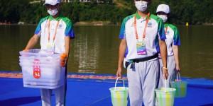 """安康学院""""小秦宝""""圆满完成十四运会马拉松游泳项目志愿服务工作"""