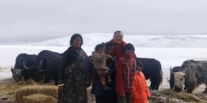 西安广仁寺为青海玉树地区受灾牧民捐赠草料200吨