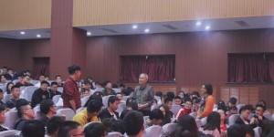 心系学生成长成才的西石大七旬退休老教授说:我永远不离开学生!