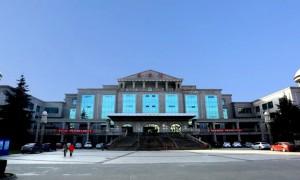 从这里走向更高的舞台更好的未来  欢迎报考西安外事学院商学院