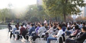 """把课堂搬到""""湖畔"""",陕科大党委书记姚书志与大学生畅谈理想"""